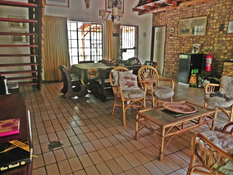 Marloth Park Ngululu sitting and dining area
